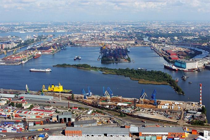 Куда прибывают суда с контейнерами в СПБ?